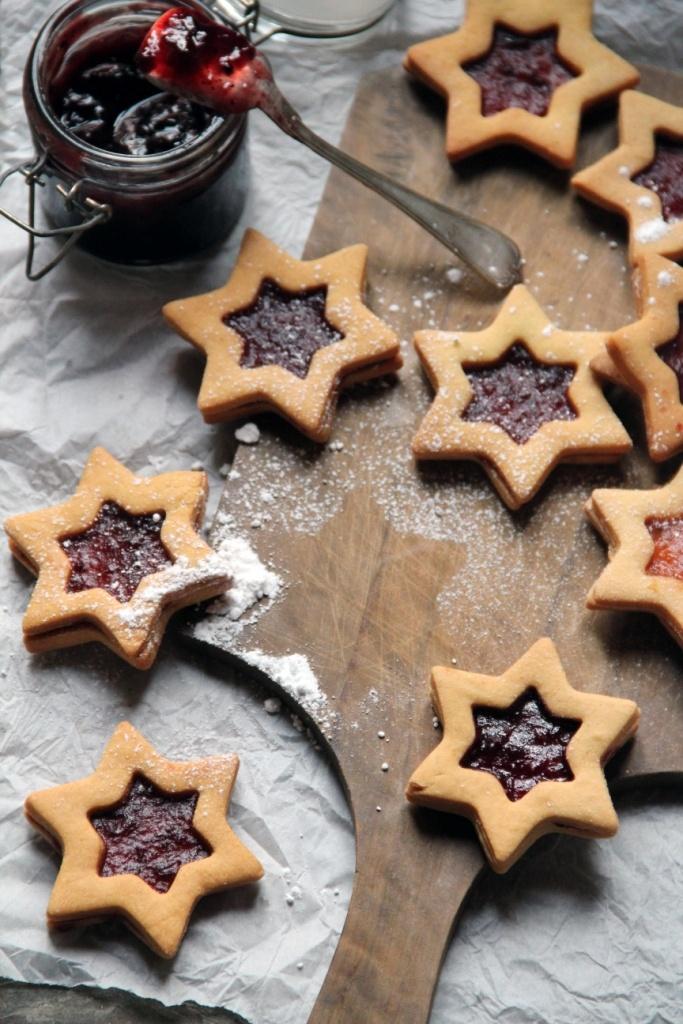 biscotti all'olio ripieni di marmellata.