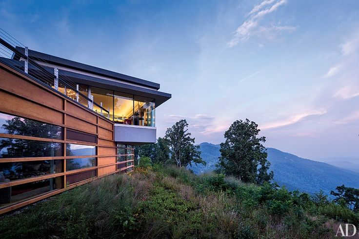 Architect Peter Gluck and his son, Thomas, designed this boldly contemporary retreat in North Carolina's Blue Ridge Mountains for a businessman and his family