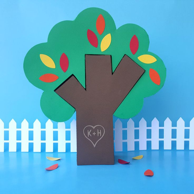 This tree box puzzle is adorable! The trunk slides into the top and both pieces are boxes. I am thinking Valentine's Day. I will add hearts instead of leaves!  The pattern and instructions are in the link!