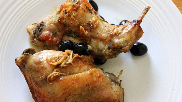 Coniglio con le olive. La ricetta per preparare il perfetto arrosto di coniglio! http://winedharma.com/it/dharmag/novembre-2014/coniglio-con-olive-e-birra