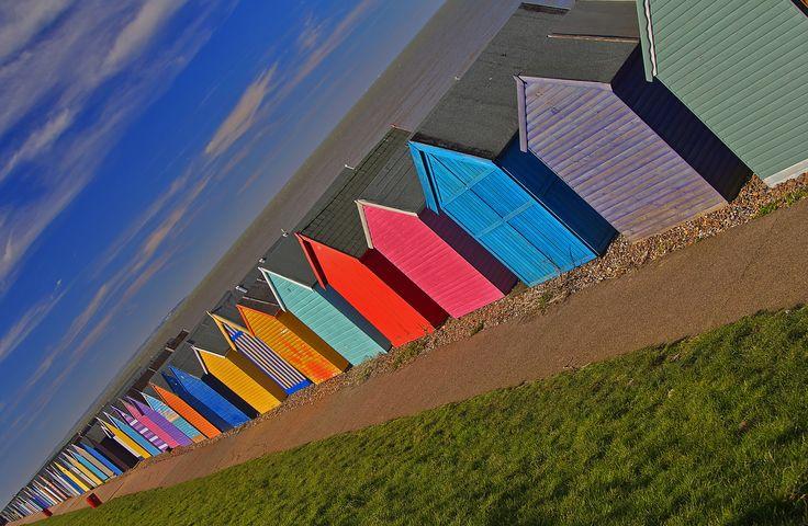 https://flic.kr/p/srXJsC | Aspettando l'estate / Waiting for summer | Regno Unito, Kent, Herne Bay, Inverno 2015  Herne Bay è una località balneare nel Kent, Sud Est dell'Inghilterra. La città salì alla ribalta come una località balneare nel corso del 19 ° secolo dopo la costruzione di un molo di intrattenimento e della passeggiata sul lungomare da un gruppo di investitori di Londra, e raggiunse il suo massimo splendore in epoca tardo vittoriana. La sua popolarità come meta di vacanza è…