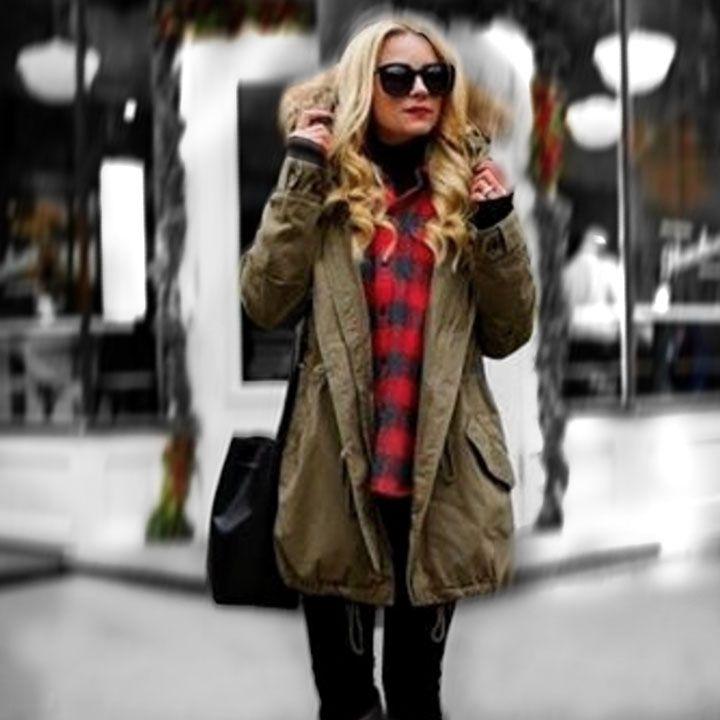 Вечная классика- женские рубашки в клетку на 2017 год  Один из самых узнаваемых ораментов, так называемая шотландка, красный фон и череда двойных полос – черных и белых. Эту расцветку лучше всего комбинировать с черными вещами, подойдут и красные, но осторожно – оттенки красного на рубашке и другом элементе лука должны быть идентичны. Красная рубашка в клетку идеально подходит для ковбойских образов и прекрасно сочетается с денимом.  Ее можно смело комбинировать с джинсами и брюками…