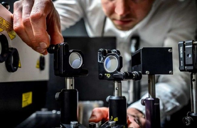 Vyrobili najrýchlejšiu kameru sveta, robí 5 biliónov fotiek za sekundu - Technológie - Webmagazin.Teraz.sk
