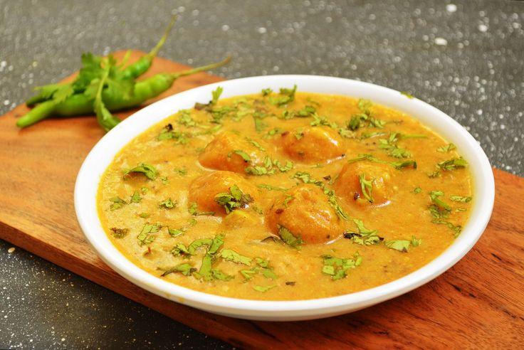 Maharashtrian Golyachi Amti Recipe (Besan Balls In Tamarind Based Spicy Gravy)
