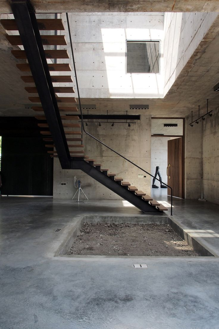 A sólida galeria de concreto da ASWA na Tailândia é surpreendentemente ensolarada   – Concrete in Contemporary Architecture