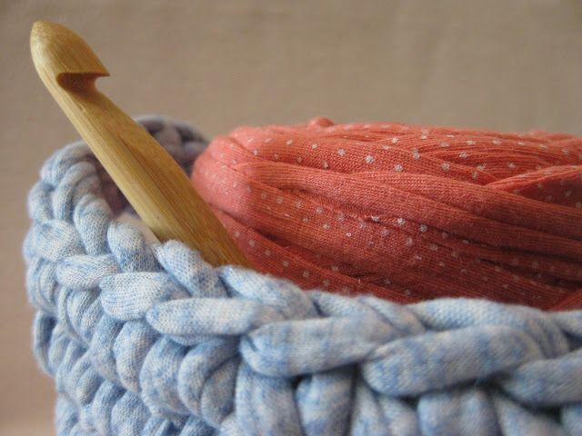 Aprende paso a paso a hacer proyectos handmade. Ganchillo/Crochet, amigurumis, trapillo, dos agujas y alguna que otra receta.