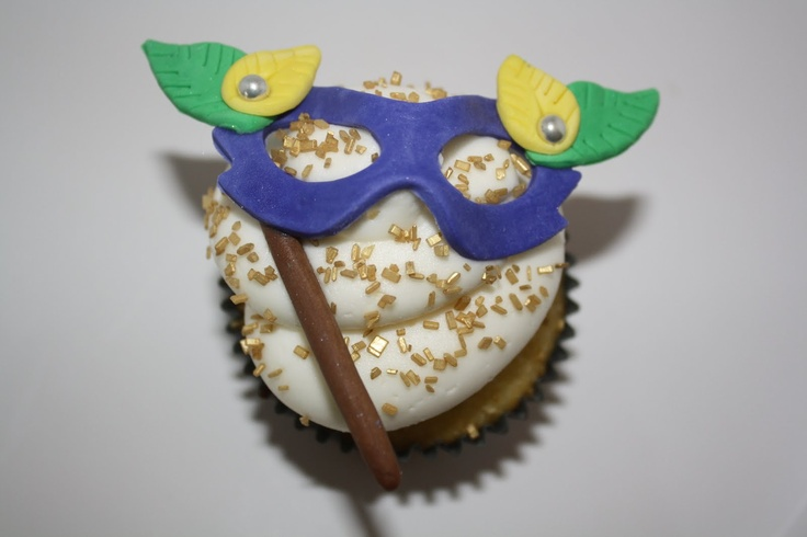 Happy Mardi Gras!  (Just when you think you can't find the perfect cupcake...)
