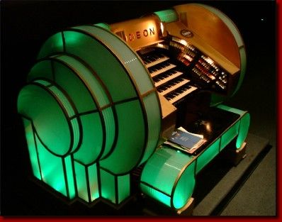 .Art Deco Organ, Odeon Theatre, Leicester Square, London. A first for me! I've never seen an Art Deco organ before, pretty neat!!! qb