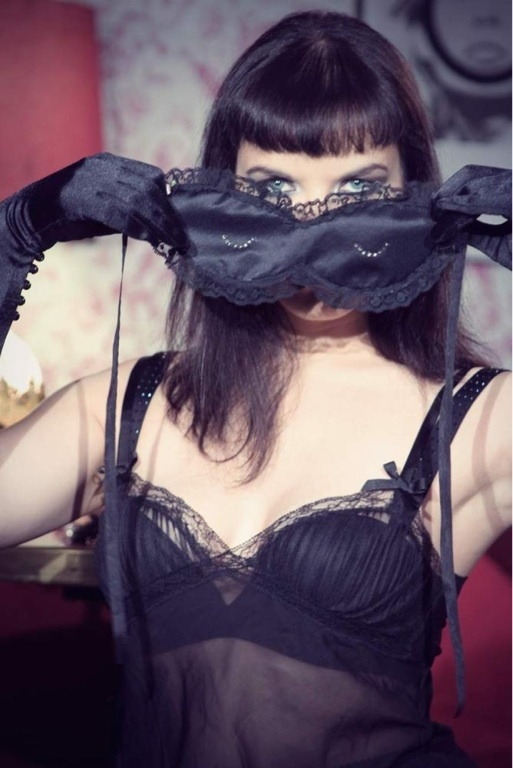 Meoooooowwww! You feline, you!    http://www.lovemesugar.com/product/meow-black-lace