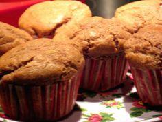 Lekkere walnootmuffins zonder suiker! Makkelijk te maken en lekker om te eten. Ingrediënten (voor 12 muffins): 250 ml sojamelk 50 gram boter 2 biologische