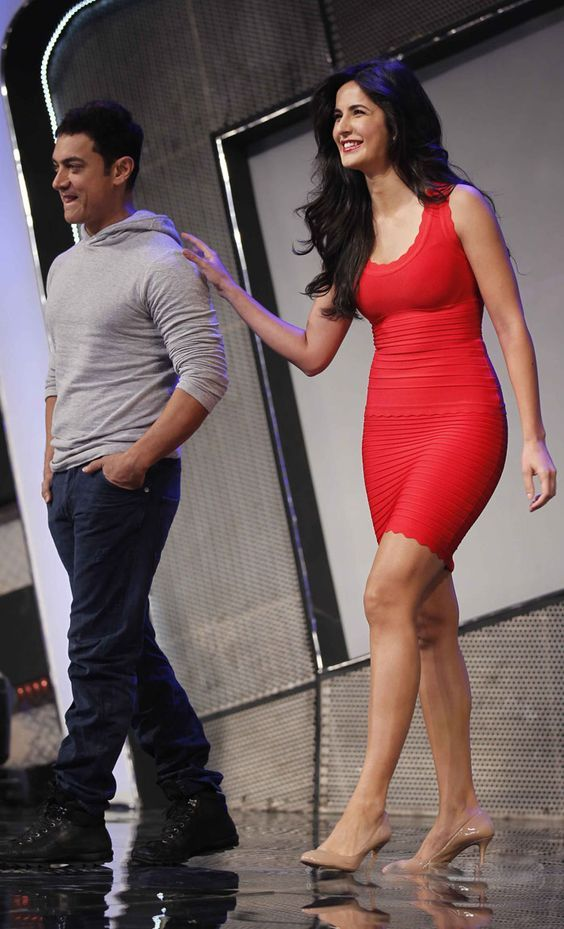 Even in hunched position Katrina Kaif dwarfs Amir khan by miles. - Bollywood…