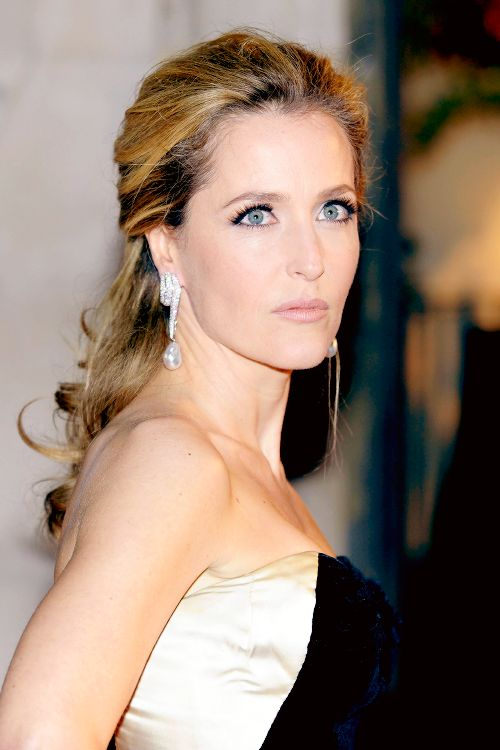 Gillian Anderson attends London Film Festival Awards (26/10/11)