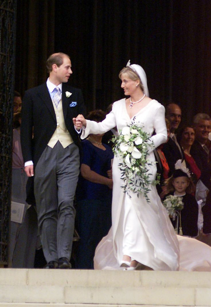 Sophie Rhys Jones Now The Countess Of Wes Wore A Gown By Samantha Shaw At Her Wedding To Earl Prince Edward In