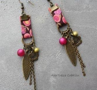 Boucles d'oreilles créateur bronze, Fuchsia en Liberty ... montées sur support bronze pour oreilles percées et biais Liberty fleuri fuchsia.  Elle sont agrémentées de breloq - 4758781