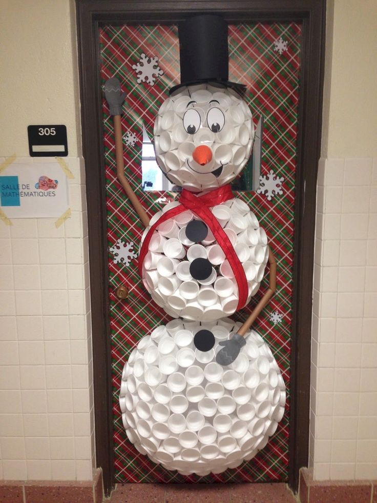 Gorgeous 40 Simple And Easy Diy Christmas Door Decorations