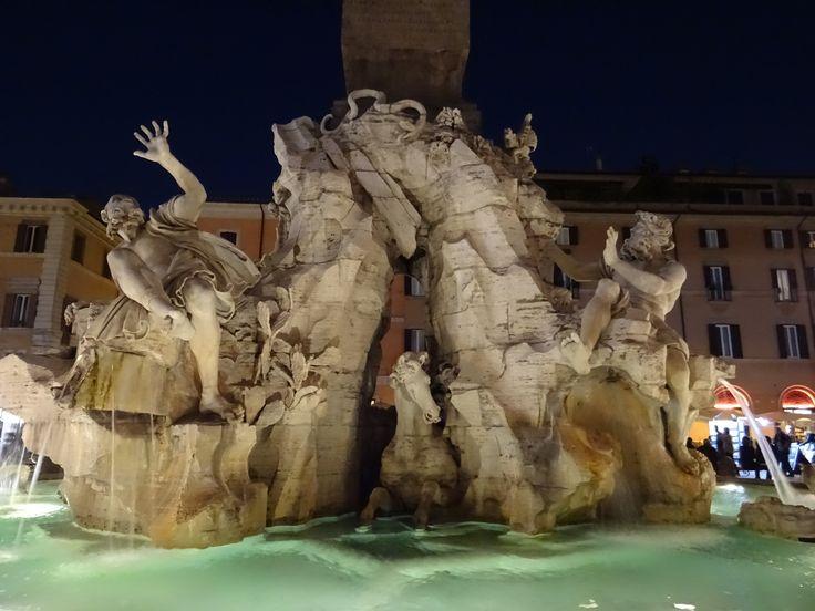 Fontana dei Quattro Fiumi, de Bernini. A maior das três fontes da Piazza Navona
