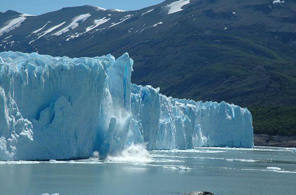 Perito Moreno Glacier continues its rupture, http://bit.ly/Fe4Yl what a great moment to visit Calafate, SantaCruz