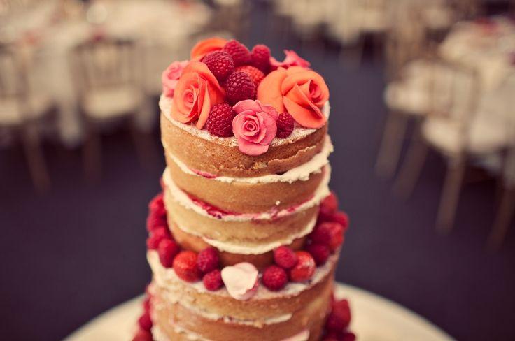 Beautiful Victoria sponge wedding cake #wedding #cake #spongecake