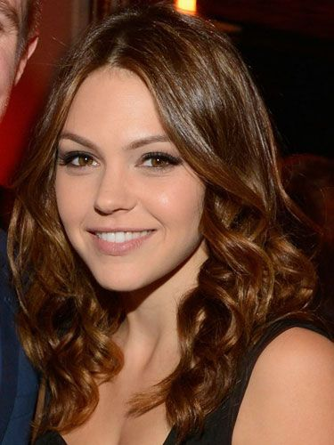 Get a gray smoky eye like Aimee Teegarden!... im sorry Aimee Teegarden? it looks NOTHING like her! that is not Julie Taylor