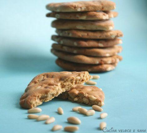 Biscotti al farro e pinoli, ricetta senza burro