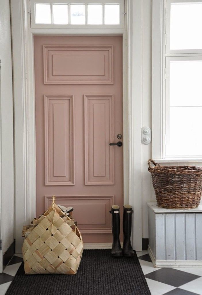 Inspiring ways to use 2016 Pantone's Colors of the Year: #Serenity and #RoseQuartz in your home. #pinkdoor #painteddoor: