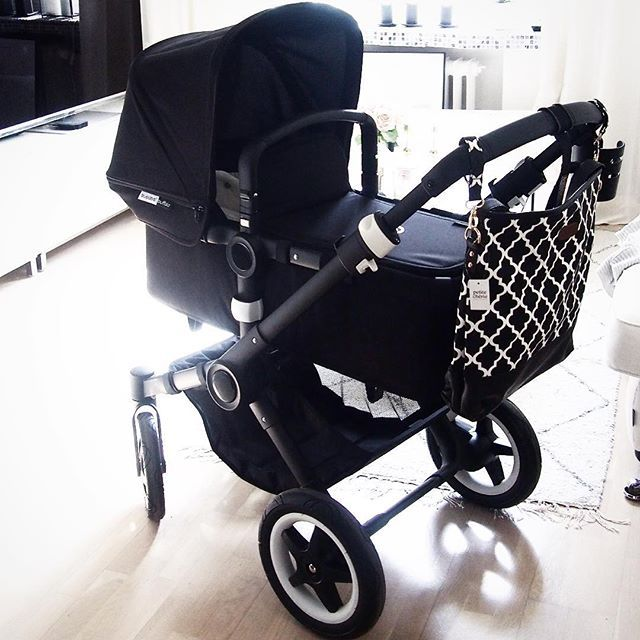 One step more ready for the baby! We have our #bugaboo trolley! #allblackbugaboo #babycoming #blackandwhite #bugaboobuffalo #babystuff #vardagslyxbaby