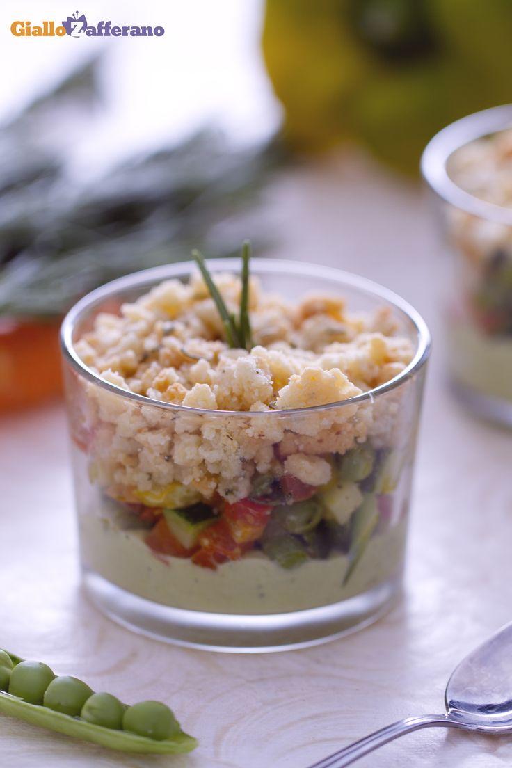 Il CRUMBLE DI VERDURE (vegetable crumble) è un accattivante #antipasto, una saporita versione salata del tradizionale dolce inglese! #ricetta #GialloZafferano