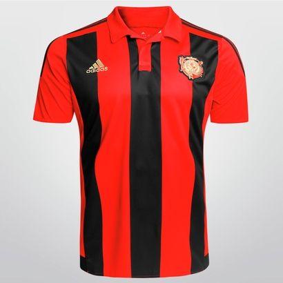 A nova Camisa Adidas Sport Recife I 2015 s/nº é uma linda homenagem aos 110 anos de história e tradição do Leão da Ilha do Retiro. Rica em detalhes, traz o primeiro brasão do clube fundado em 1905. | Netshoes