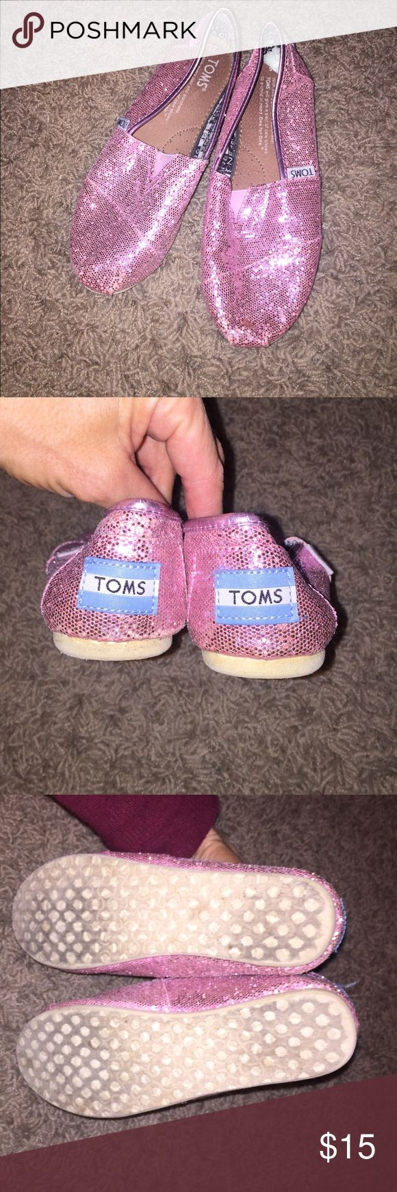 Authentic TOMS girls shoes- pink sparkle size 1.5 Authentic TOMS pink sparkly shoes-girls youth size 1.5- nice pre owned condition- normal wear from use. TOMS Shoes