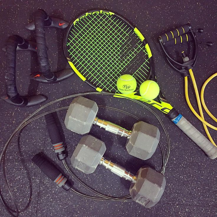 """There may be people that have more talent than you, but there's no excuse for anyone to work harder than you do."" Tag a friend that needs a bit of motivation to get their week started! And did we mention, NIKE training accessories are 40% off right now! (Click the link in our bio) #tennis #motivation #motivationmonday #workhard #nike #fitfam #babolat #tennistraining"