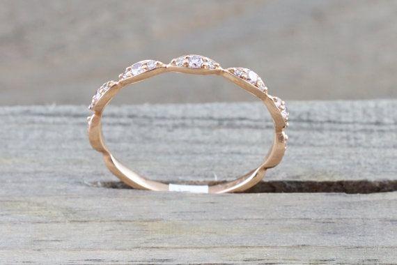 Cette magnifique bague en or rose massif est sertie de diamants ronds de libre.  Metal............................ 14kt Or Rose Diamants... 0.20 carats Clarté... VS/SI Color........................... G Size............................... 7 (anneau peuvent être redimensionnées, veuillez indiquer la taille dans la notevendeur à la caisse)   Tous nos bijoux sont toujours en or ou en platine avec diamants et pierres précieuses naturelles. Tous nos diamants sont naturels et sans aucun traite...