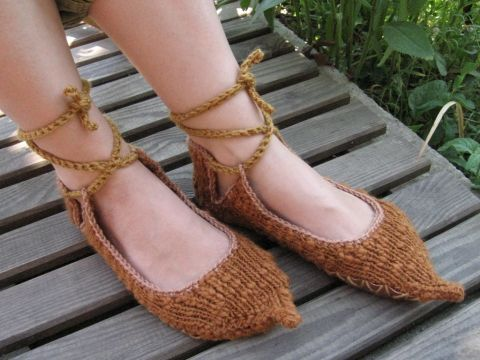 Hungarian bocskor shoes made of wool