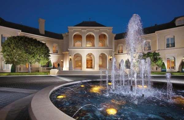 Spelling Manor.   Rumah milik salah satu tokoh TV terkemuka, Aaron Spelling ini dibanderol dengan harga USD150 juta. Luas rumah tersebut sekitar 57.000 kaki persegi, dengan 14 kamar tidur dan 27 kamar mandi.