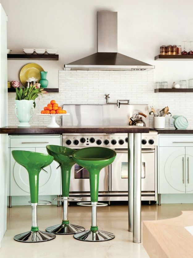 Love EVERYTHING about this kitchen! mint green cabinets paired with kelly green barstools & 91 best Bar Stools images on Pinterest   Kitchen Bar stools and ... islam-shia.org