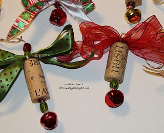 How to make Christmas ornaments from wine corks.Wine Corks, Corks Ornaments, Corks Gift, Crafty Girls, Christmas Decor, Girls 21, Corks Crafts, Christmas Gift, Corks Projects
