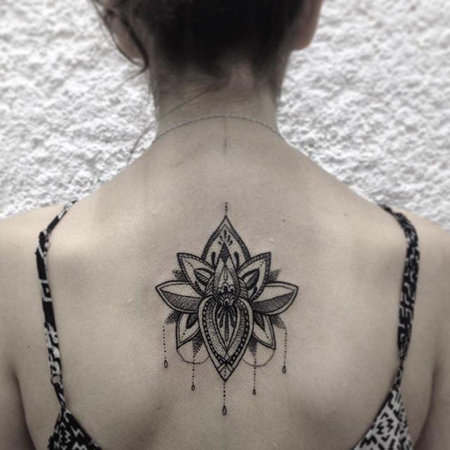 Tatuagens femininas nas costas 2017