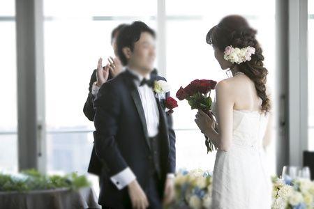 ザ・ペニンシュラ東京様への、 シャクヤクのブーケ。 今年5月に結婚式を挙げられたお二人から、 お写真をいただきました。 お顔はちょっと恥ず...