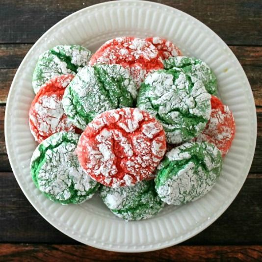 Christmas Crinkle Cool Whip Cookies Recipe Desserts with vanilla cake mix, eggs, cool whip, vanilla, green gel food coloring, powdered sugar