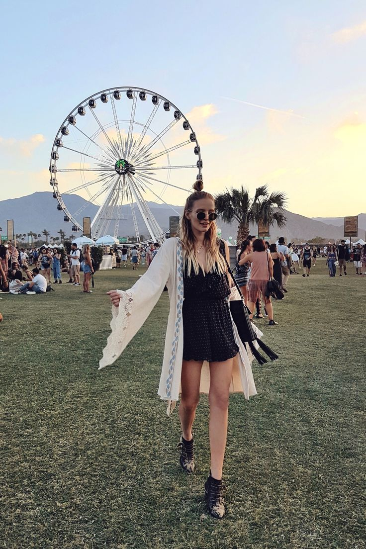 best 25 festival outfits 2017 ideas on pinterest hippie. Black Bedroom Furniture Sets. Home Design Ideas