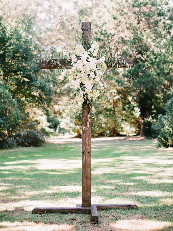 Photography: Amy Arrington Photography - www.amyarrington.com Read More: http://www.stylemepretty.com/southeast-weddings/2014/03/20/classic-burge-plantation-wedding/