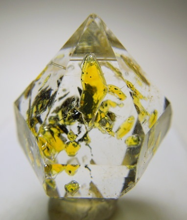 Quartz With Petroleum Inclusions Rocks Pinterest