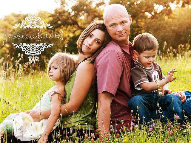 good family photo pose