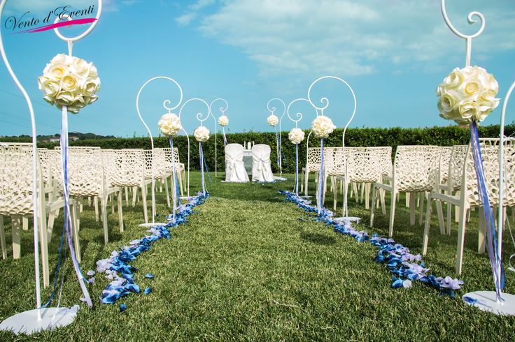 A simbolic ceremony on the grass in a fantastic villa with a romantic seaview in the middle Italy!
