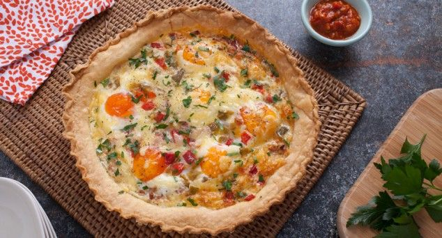 Whip up this tasty Egg & Bacon Pie and it will be devoured in a matter of seconds!  #pie #delicious #easyrecipe