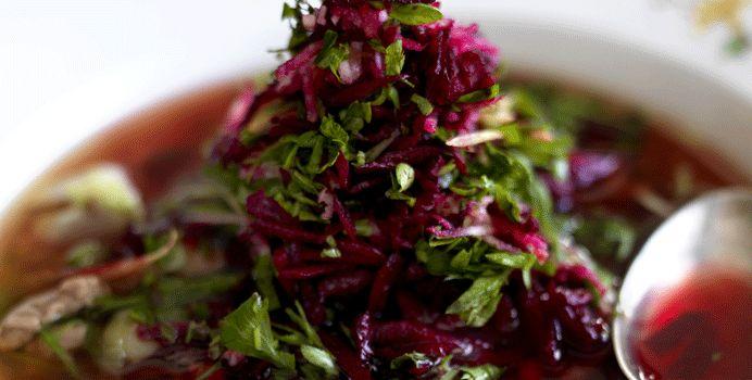 Russisk krydret suppe med paprika og rå rødbedesalat