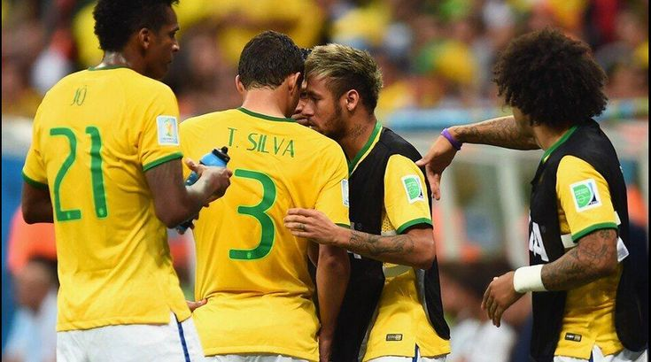 Neymar a même chuchoté à l'oreille de Thiago Silva - http://www.actusports.fr/112236/neymar-meme-chuchote-loreille-thiago-silva/