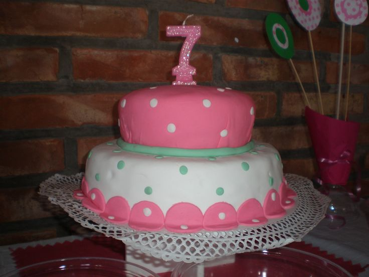 torta niña 7 años / girl cake Tortas by Dulcinea de la fuente www.facebook.com/dulcinea.delafuente  #fiesta #festejo #cumpleaños #mesadulce#fuentedechocolate #agasajo# #candybar  #tamatización #souvenir  #regalos personalizados #catering finger food