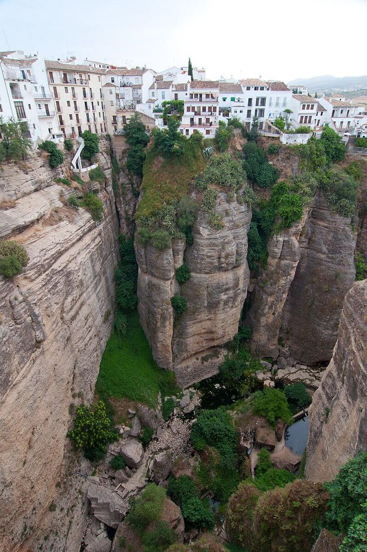 Ronda #Málaga, by @AndalsurTours | Una perspectiva espectacular!!!
