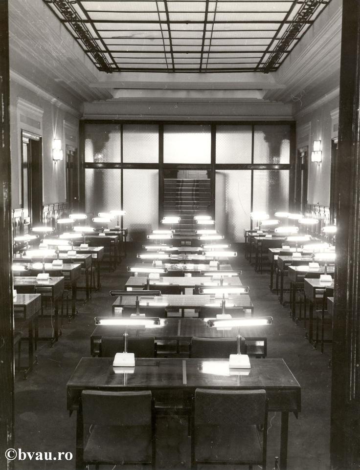 """Biblioteca """"V.A. Urechia"""" - sala de lectură, Galati, Romania, anul 1984.  Imagine din colecţiile Bibliotecii Judeţene """"V.A. Urechia"""" Galaţi."""