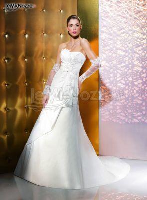 http://www.lemienozze.it/gallerie/foto-abiti-da-sposa/img35307.html Abito da sposa senza spalline e guanti lunghi